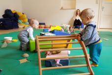 frühkindliche Entwicklung, Bewegung der Kleinen, Autonomie und Selbstsicherheit entwickeln, Handlung verstehen